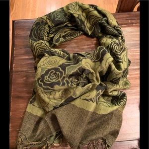 BLACK/GREEN FLORAL SCARF!!😍🎉